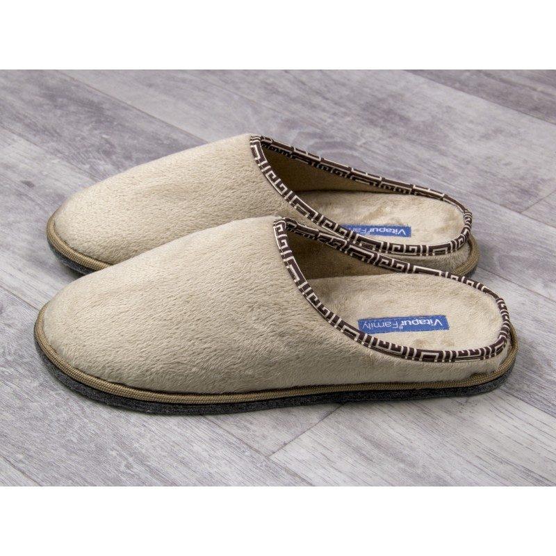 Muške kućne papuče Soft Touch su izuzetno mekane i udobne. Dostupne su u tri prelijepe boje