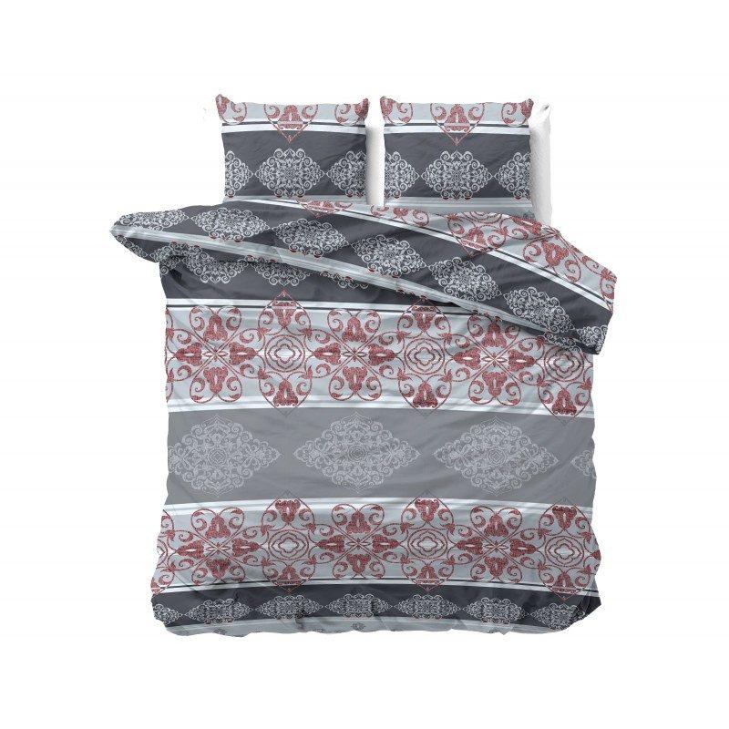 Dodir luksuza sa Naomi posteljinom. Moderan dizajn i dominantni crveno-sivi tonovi. Dimenzije 140x200/50x70 cm i 200x200/2x50x70 cm. Set sadrži jorgansku navlaku i jastučnice.