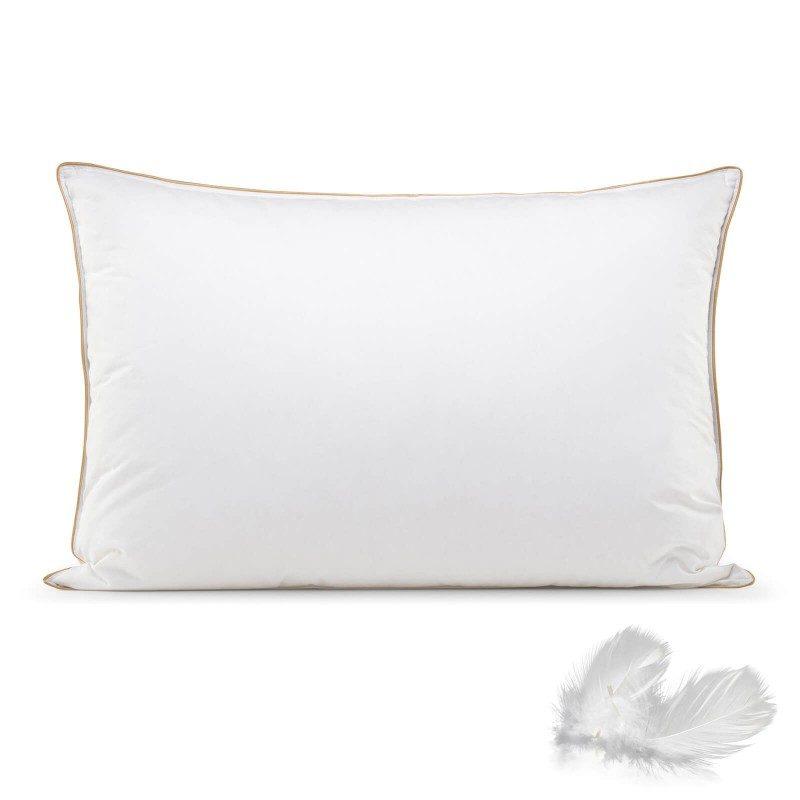 Klasični oblik jastuka za spavanje. Zahvaljujući svojoj mekoći, idealan je za svakoga ko spava pretežno na stomaku. Punjenje je kombinacija guščijeg paperja i perja što garantuje maksimalnu udobnost prilikom spavanja. Dimenzije 50x70 cm.