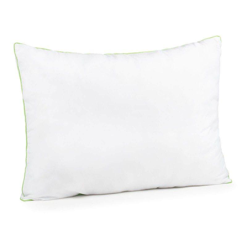 Klasični jastuk Aloe Vera Evergreen će vas uvjeriti u svoju svestranost, jer je pogodan za sve položaje spavanja i za sve one koji vole da se okreću tokom noći. Navlaci jastuka je dodata esencija aloe vere, za umirujući osjećaj dok spavate. Jastuk je potpunosti periv na 40 °C.