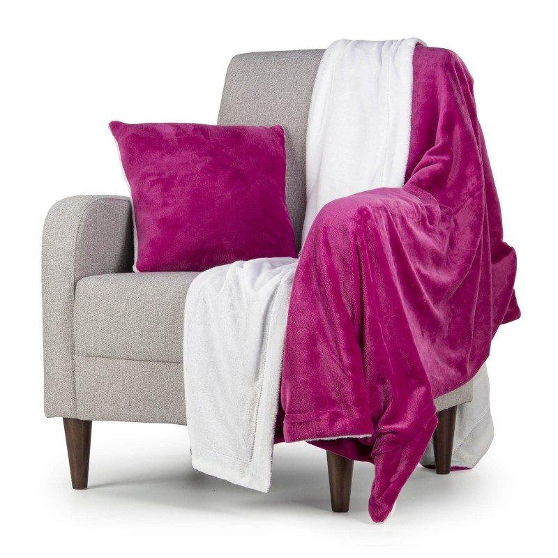 Mekani i topli set dekorativnog prekrivača i jastuka Beatrice Solid od kvalitetnih mikrovlakana za prijatne trenutke udobnosti i opuštanja na svakom koraku: u spavaćoj ili dnevnoj sobi, na putovanju ili na pikniku. Možete koristiti obje strane prekrivača i jastuka. Na jednoj strani je izuzetno mekana tkanina u bijeloj boji, a na drugoj predivna boja. Set dekorativnog prekrivača i jastuka može poslužiti i kao odličan poklon koji će oduševiti vama drage osobe. Set je periv na 30 °C.
