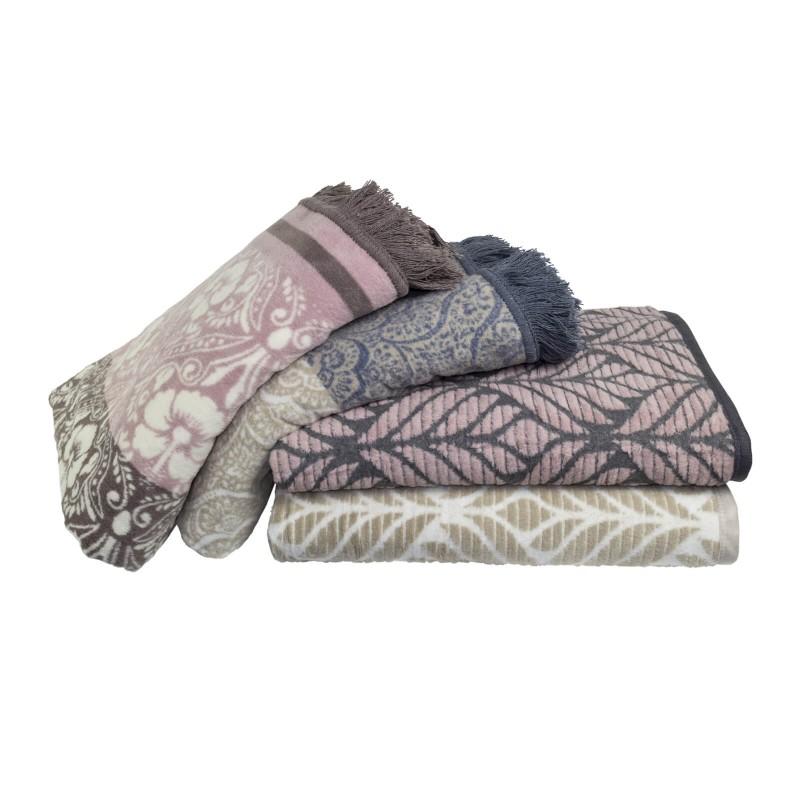 Mekano dekorativno ćebe Aurum Sophia od kombinacije pamuka, akrila i kvalitetnih mikrovlakana za prijatne trenutke opuštanja na svakom koraku: u spavaćoj sobi, dnevnoj sobi ili na putovanju. Takođe, pogodno je kao ljetnji prekrivač ili dodatni pokrivač zimi. S diskretnim utkanim uzorkom i elegantnim rubom, savršen je dodatak bilo kom prostoru. Dekorativno ćebe takođe može biti odličan poklon koji će oduševiti vaše najdraže. Ćebe je perivo na 30 °C.