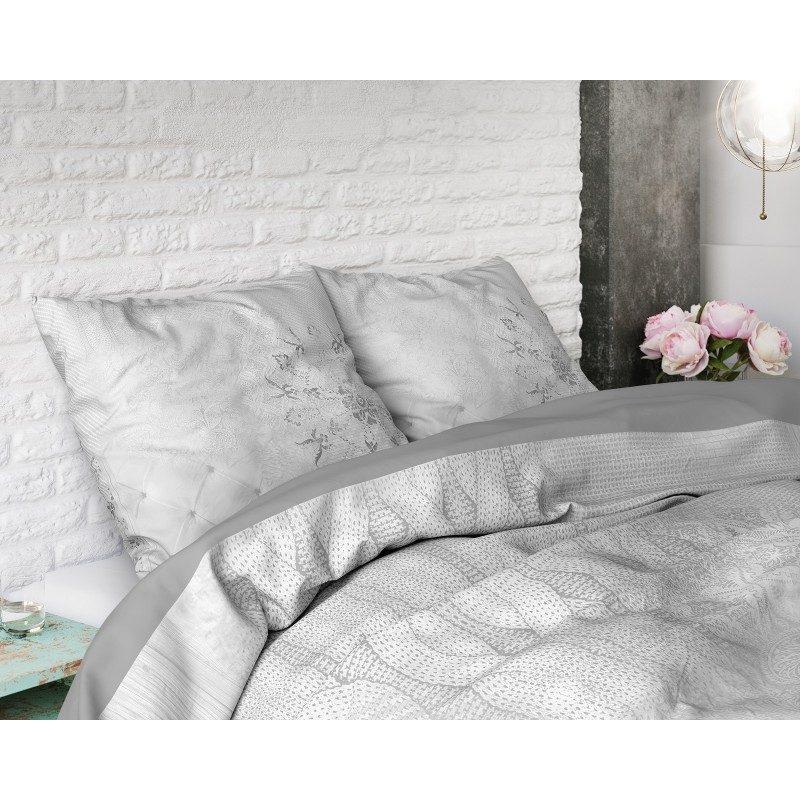 Visokokvalitetna pamučna posteljina Harmony je modernog izgleda sa stilskim šarama. U sivoj boji. Dimenzije 140x200/ 50x70 i 200x200/ 2 x 50x70 cm. Set sadrži jorgansku navlaku i jastučnice.