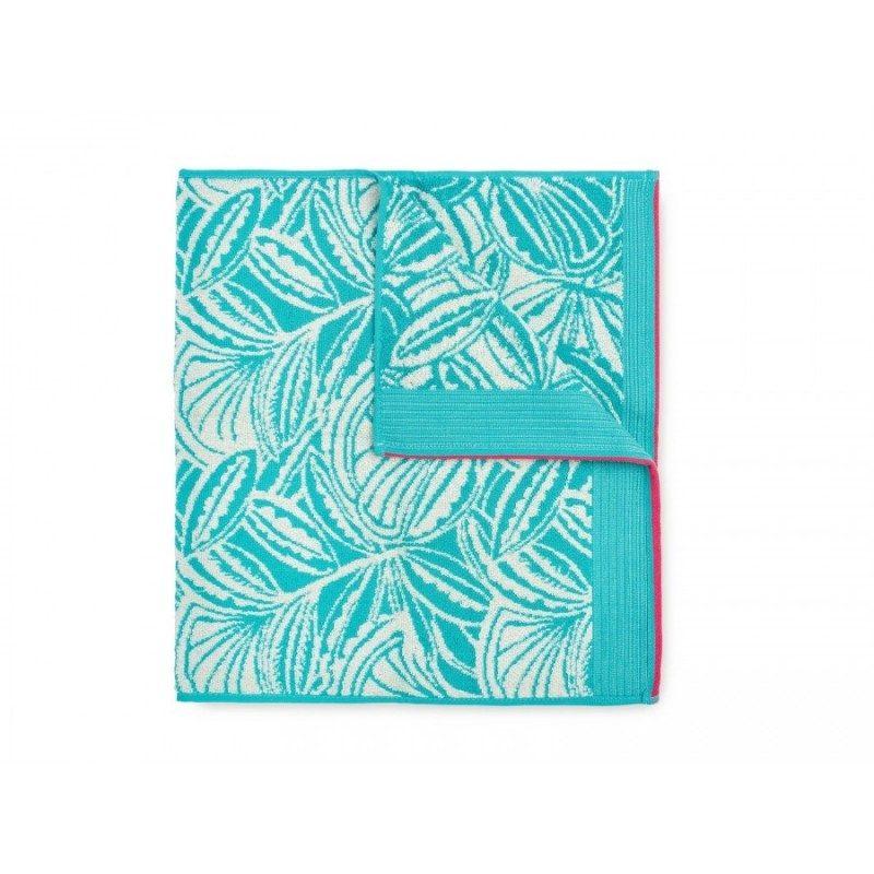 Peškir Prima J od visokokvalitetnog i mekanog pamuka. Sa motivom cvijeta i ciklama završnom ivicom. Gusto tkanje pamuka za njegu kože. Dimenzija 50x100. Tirkizna boja.