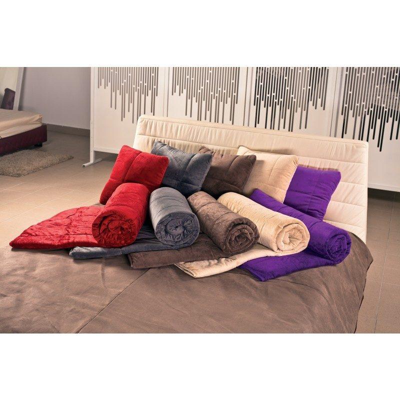 Prekrivač koji u trenutku postaje pokrivač, jastuk ili jorgan. Lako održavanje, dugotrajan kvalitet. Dimenzije 140x200 cm