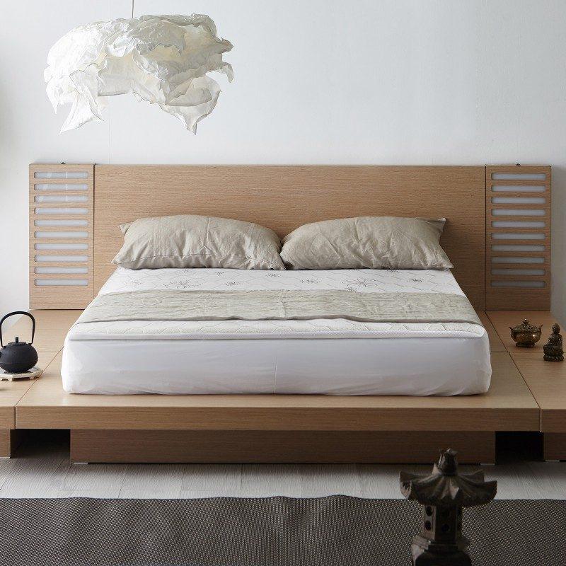 Camomile 3 + 1 Memory cu o înălțime de 4 cm oferă un plus de confort patului tău și prelungește durata de viață a saltelei. Miezul ortopedic de 3 cm este realzat dintr-o spumă poliuretanică, elastică, ce se adaptează complet corpului. Pentru un plus de confort, topper-ul vine cu un 1 cm de spumă cu memorie ce se adaptează formei și greutății corpului, oferindu-vă somnul odihnitor de care aveți nevoie.